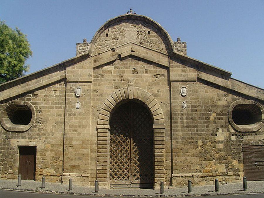 Ворота Фамагусты в Венецианской стене Никосии фото Кипра