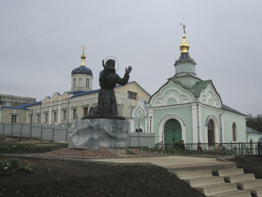 Фото красивого монастыря города Фатеж