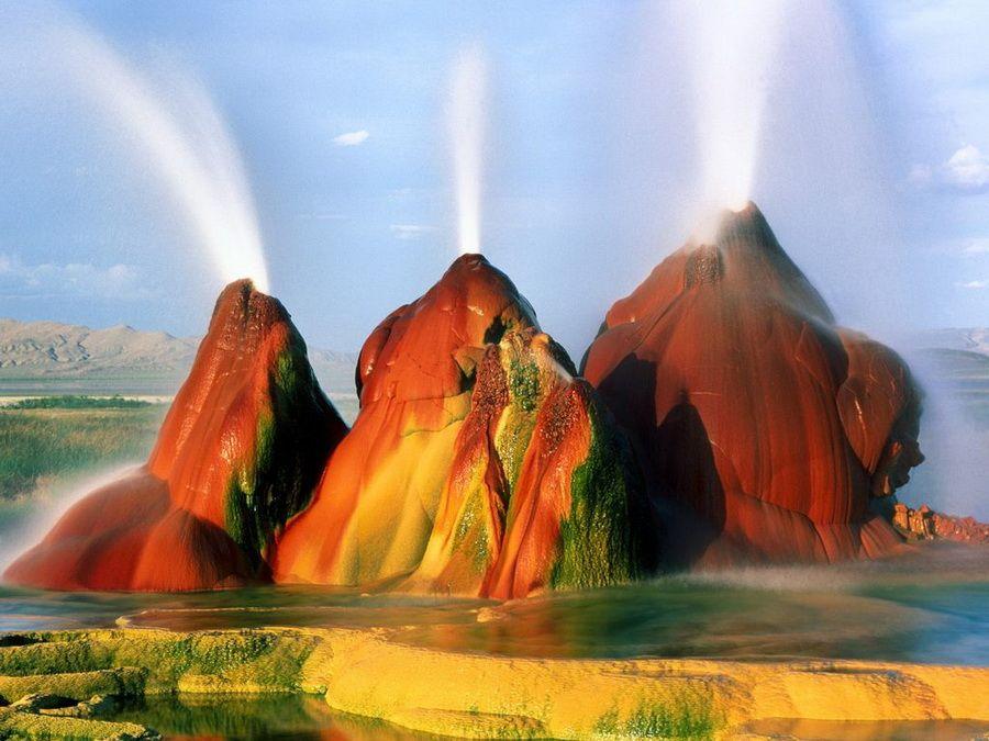 Фотография гейзера Флай в пустыне Блек-Рок в США