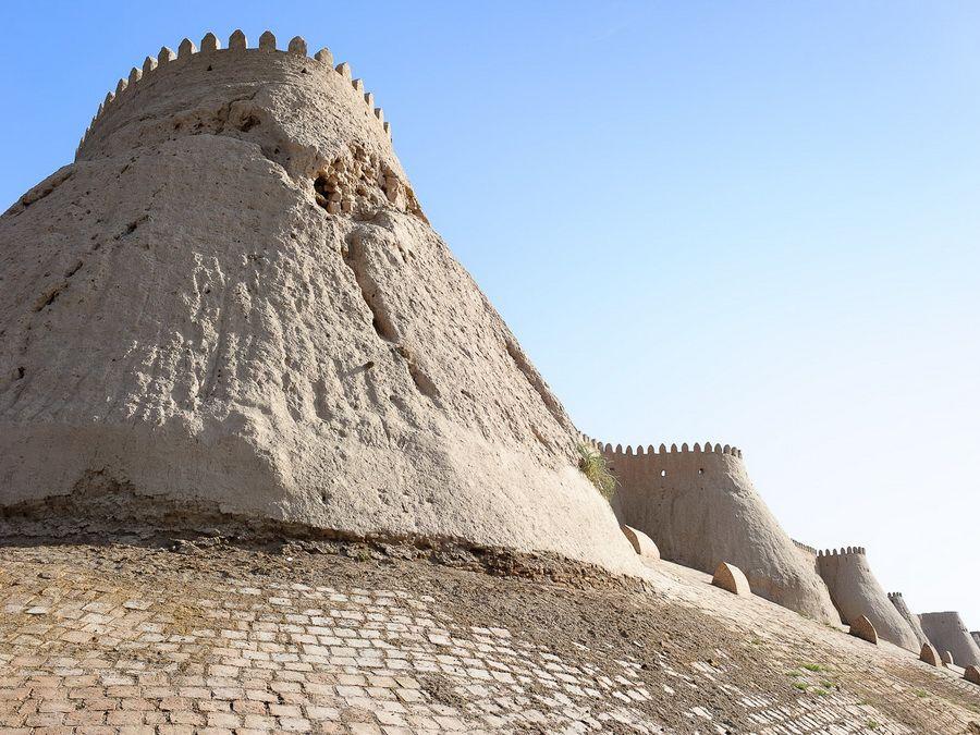 Фото стен цитадели Куна-Арк в Хиве Узбекистан