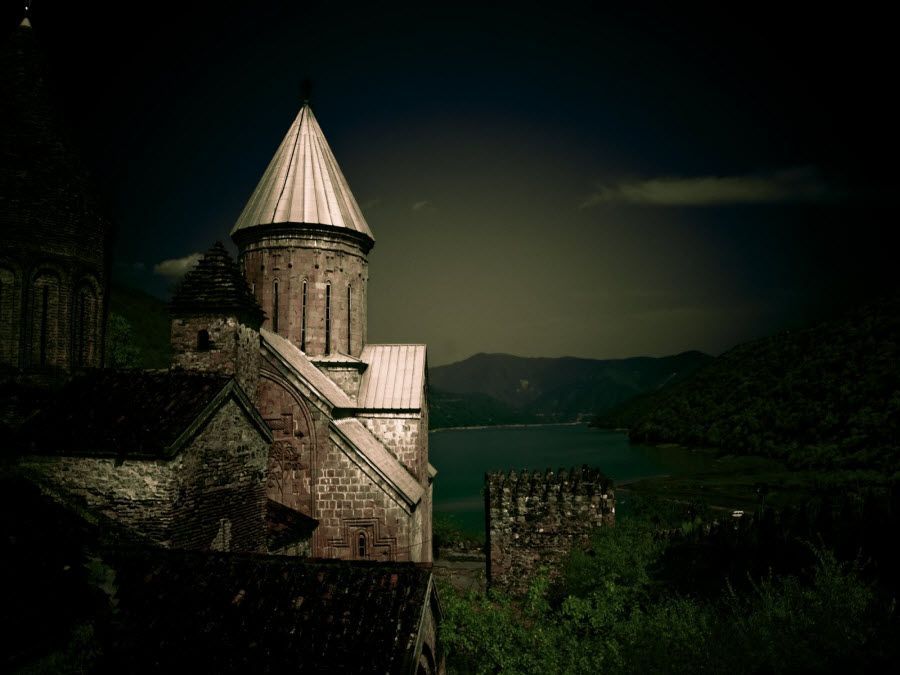 Фото огромной крепости в Телави. Грузия
