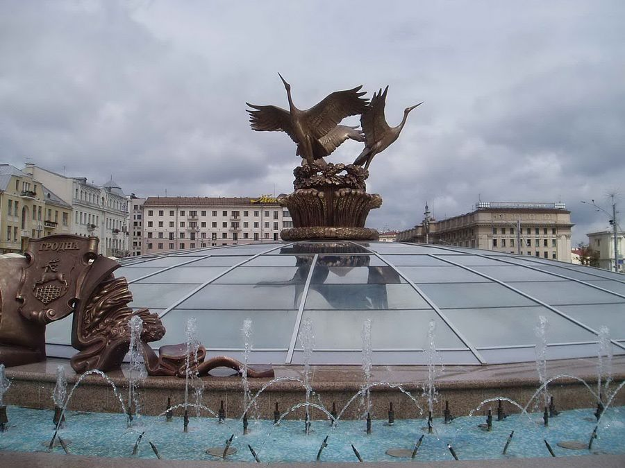 Фонтан на площади Независимости в Минске фото