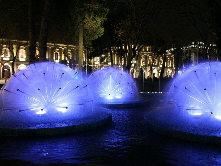 Фото Площади Фонтанов в Баку ночью