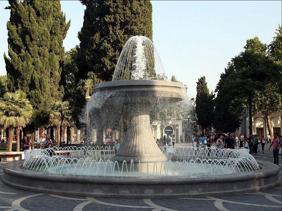 Площадь Фонтанов в Баку фотография
