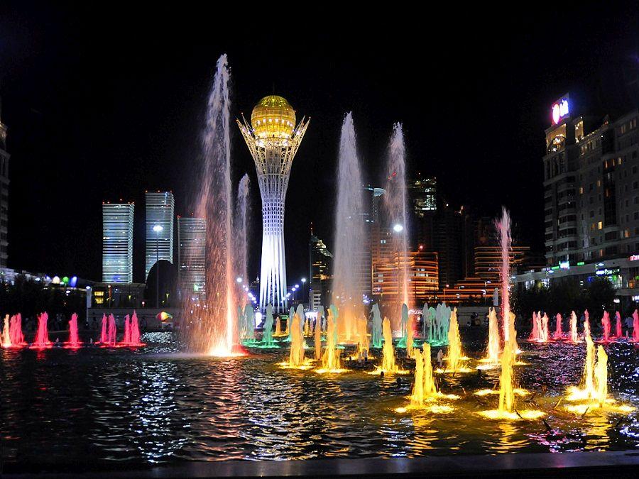 Фото фонтанов на водно-зеленом бульваре