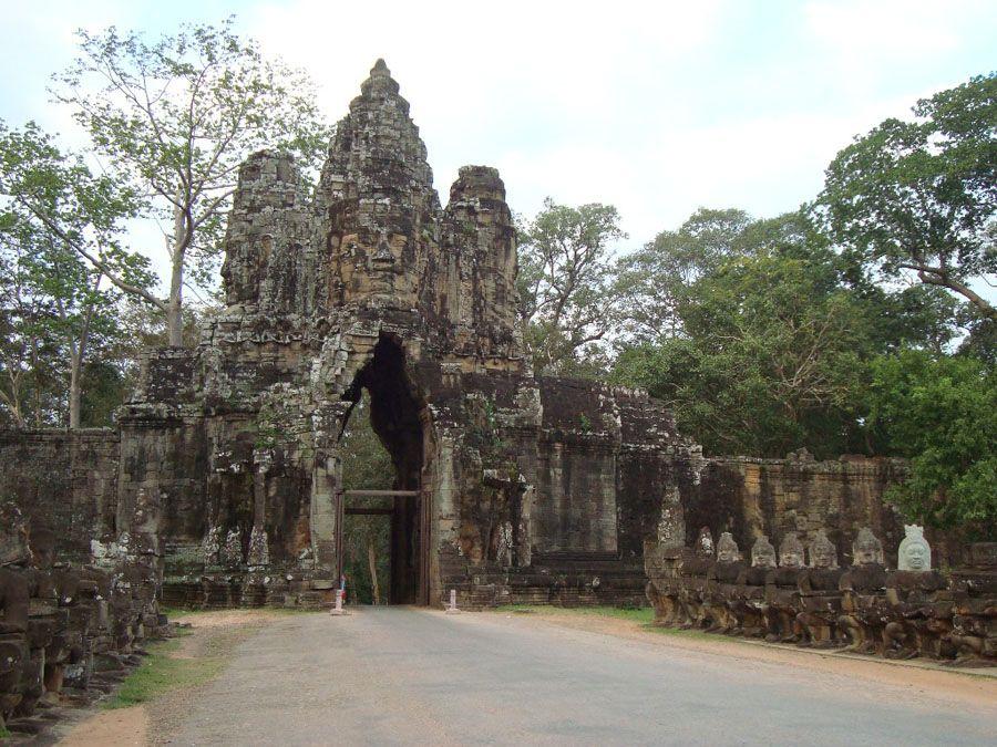 Ворота в храм Ангкор Сиемриепа