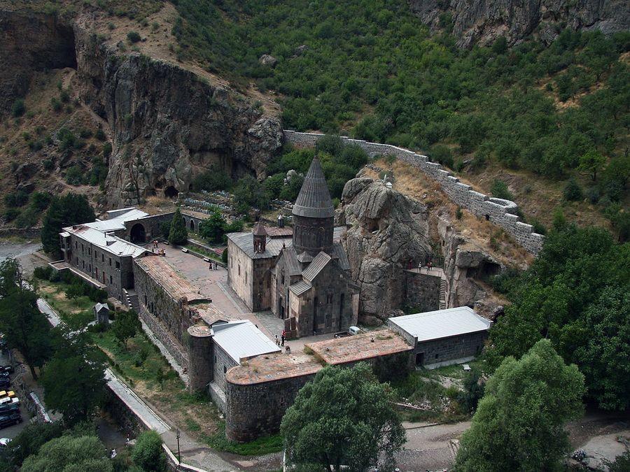 Фото панорамы монастыря Гехард в Армении
