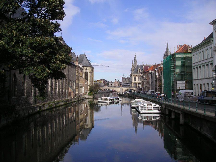 Панорама города Гент в Бельгии фото