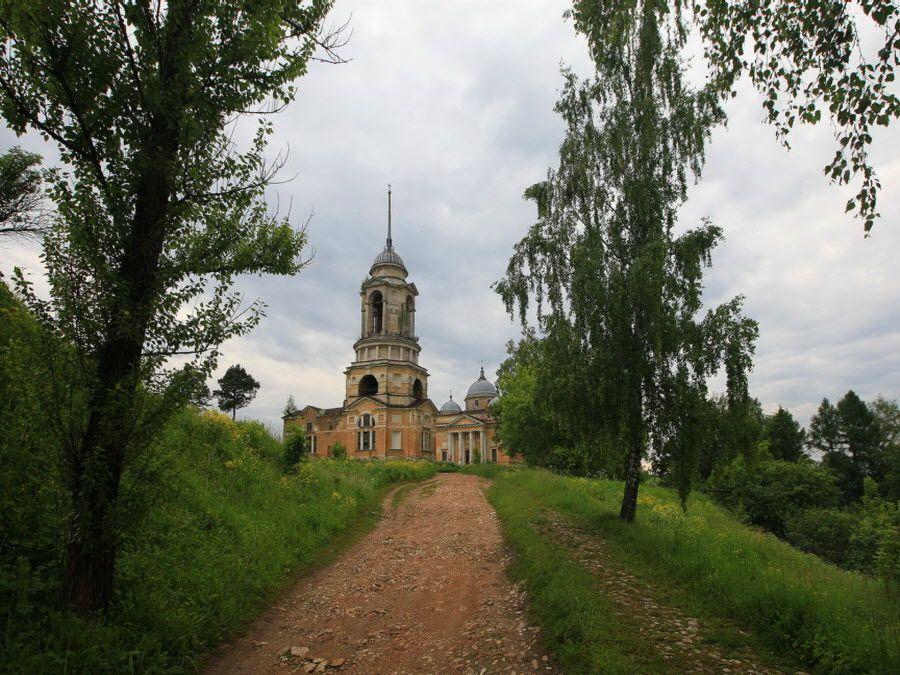 Вид с дороги на Борисоглебский монастырь фото