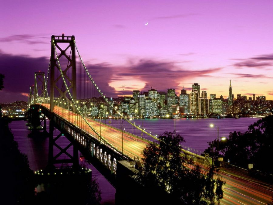 Ночная панорама моста Золотые ворота в Сан-Франциско фотография
