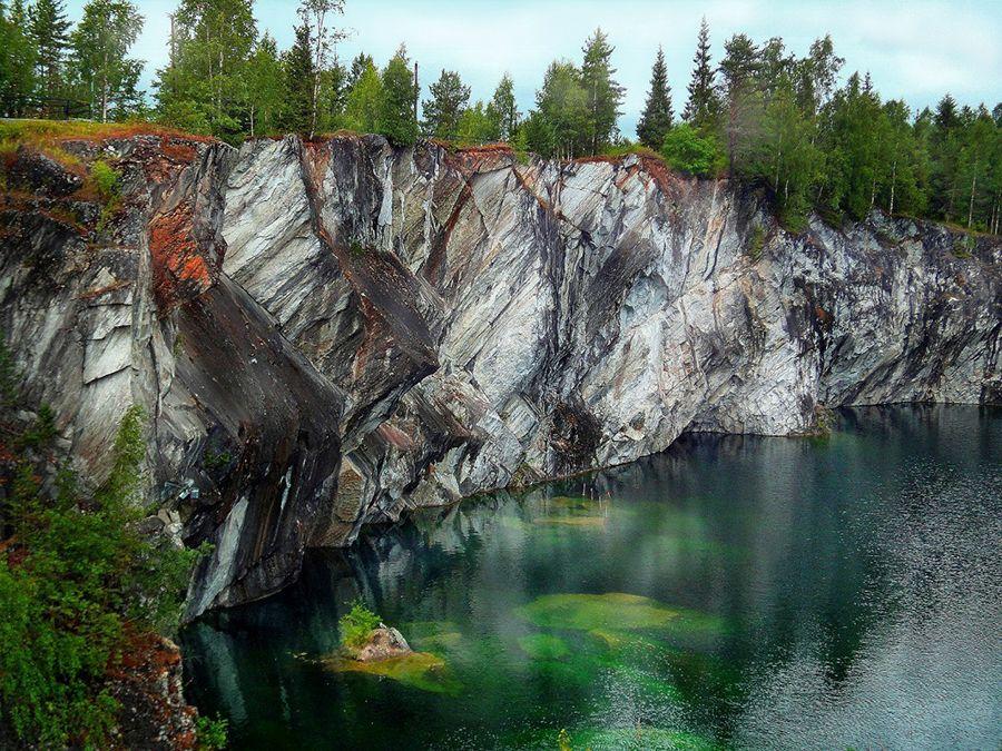 Озеро в мраморном каньоне фото