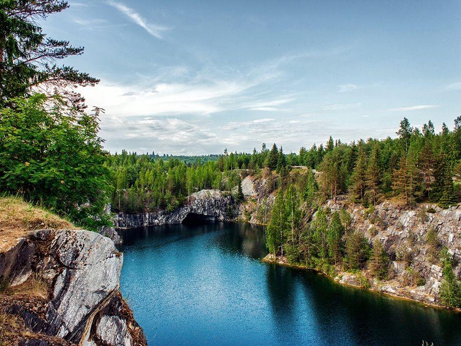 Фотография озера в горном парке Рускеала