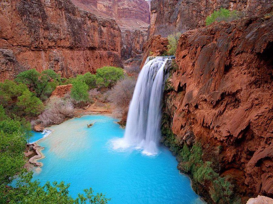 Фото одного из водопадов на реке Колорадо в Гранд-Каньоне