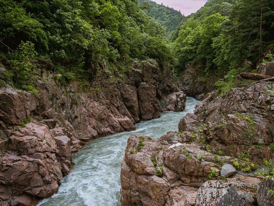 Фото реки Белой в ущелье Блокгауз