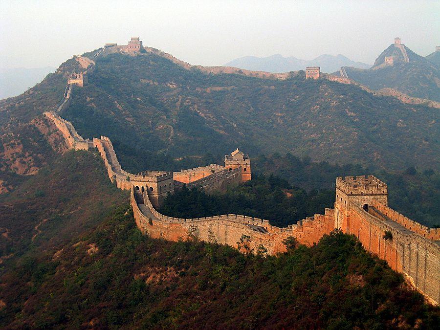Фото панорамы Великой Китайской стены на закате