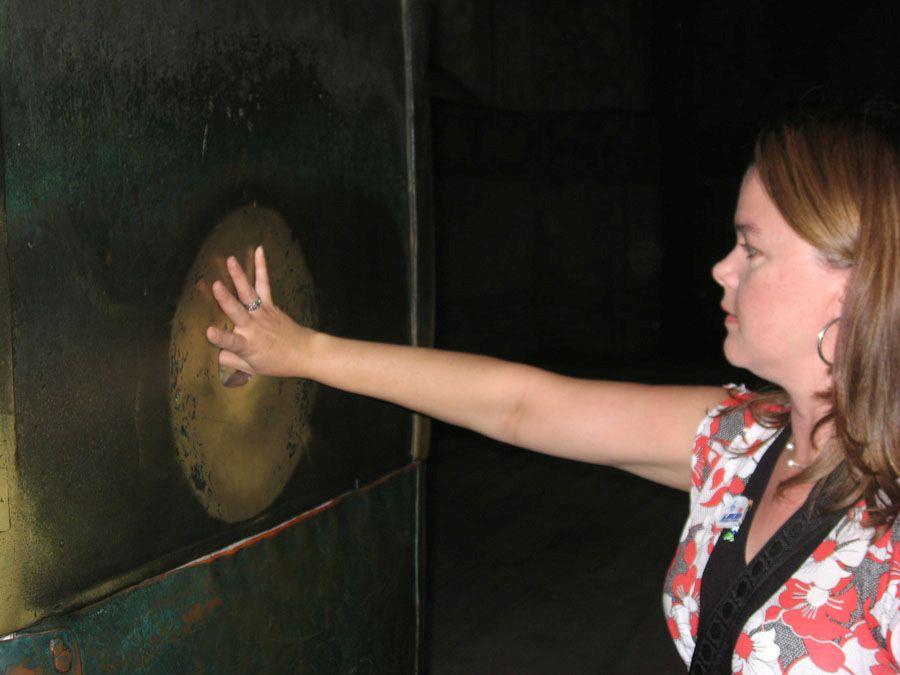 Плачущая колонна в соборе Святой Софии фото