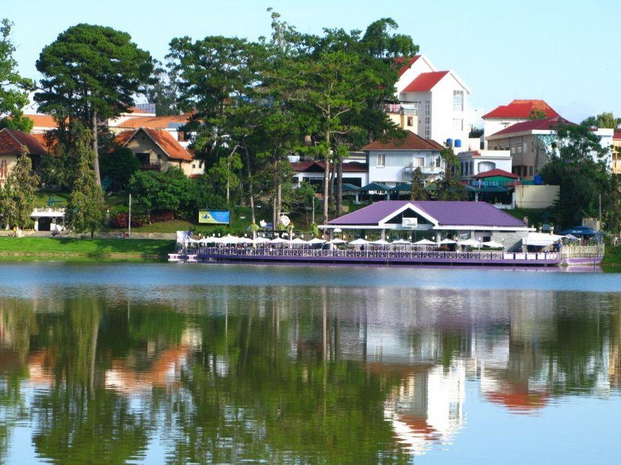 Озеро Хо-Хуан-Хуонг в Далате фото Вьетнама