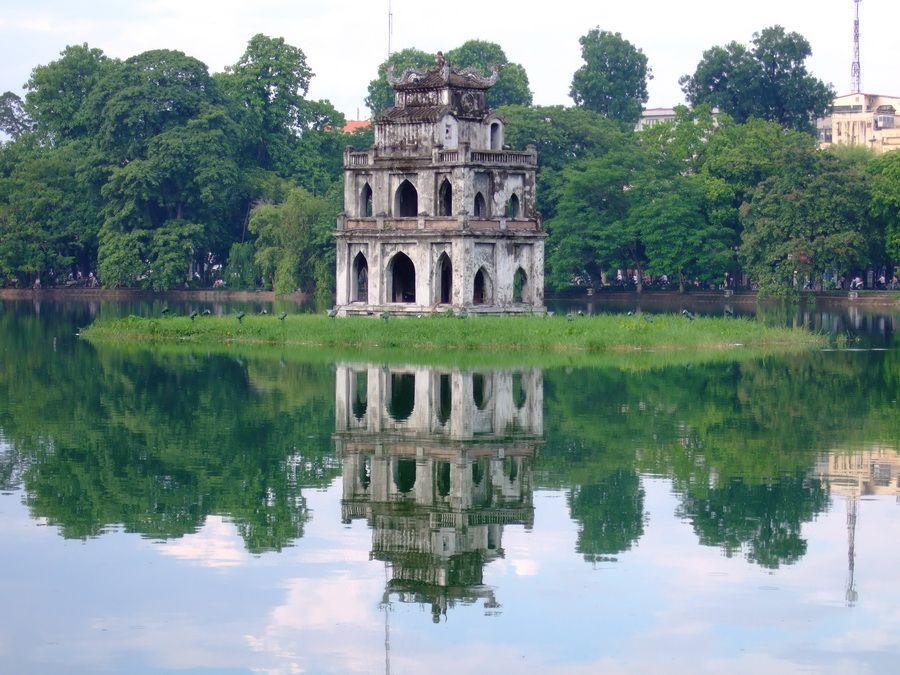 Пагода Гок-Сон на озере Хоан-Кием фото Вьетнама
