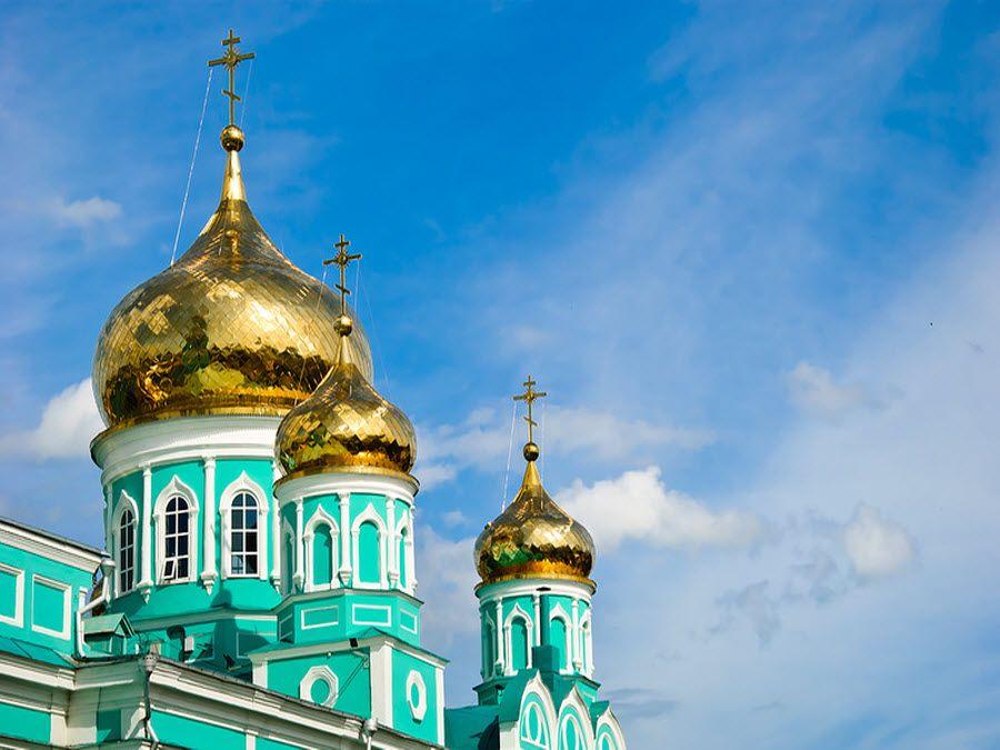 Вид на купола Свято-Вознесенского мужского монастыря фото