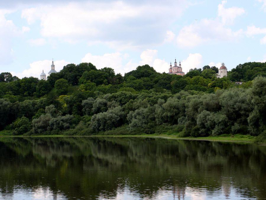 Фото потрясающей природы, окружающей Свято-Успенский Свенский мужской монастырь