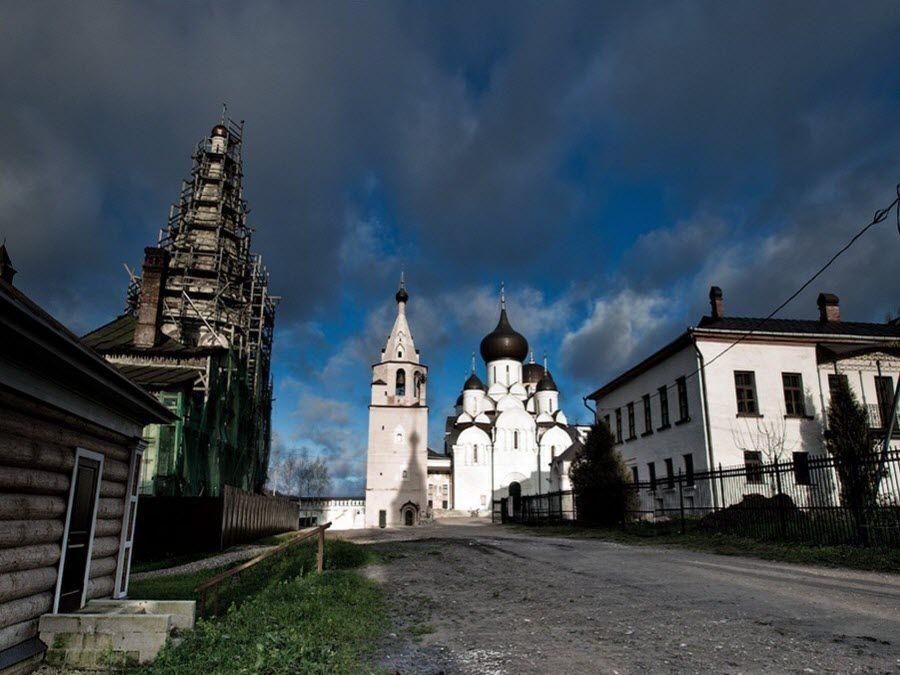 Панорама Свято-Успенского монастыря фото