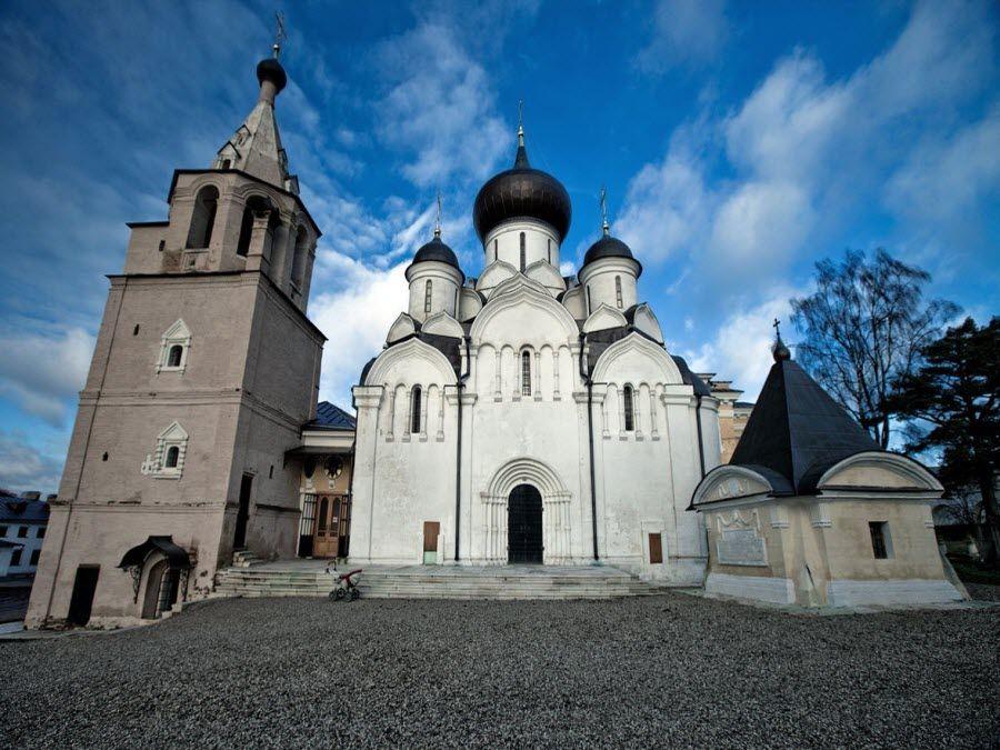 Свято-Успенский мужской монастырь фото