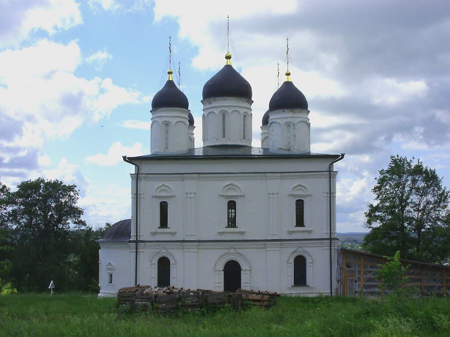 Свято-Троицкая церковь в городке Болхов Орловкой области фото