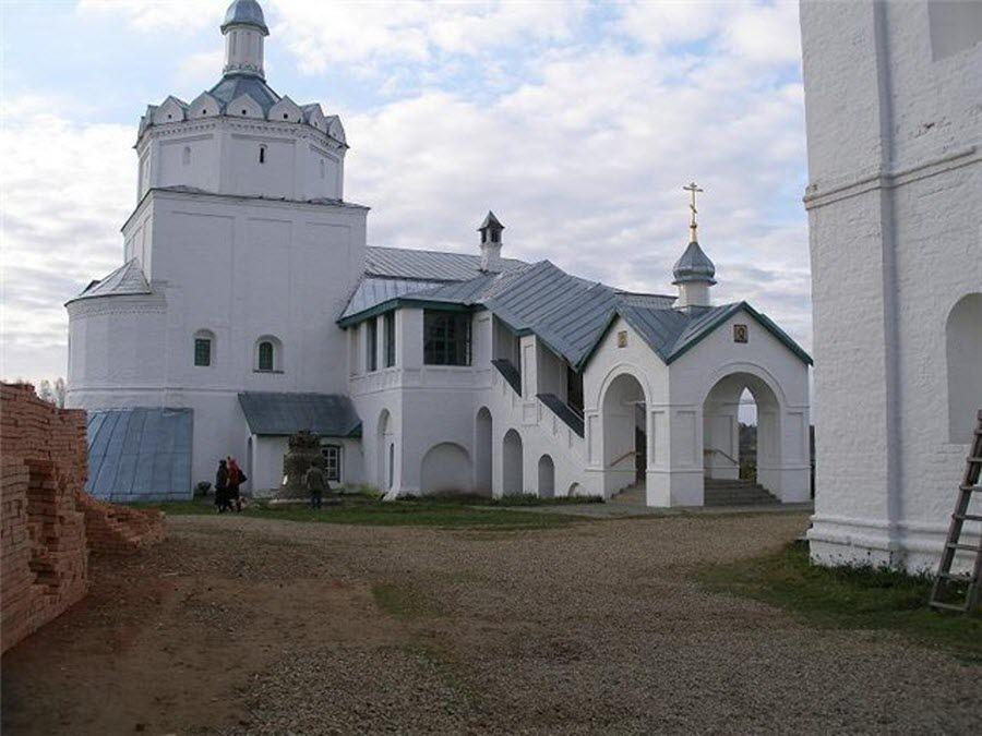 Свято-Троицкий Болдин монастырь вид изнутри фото