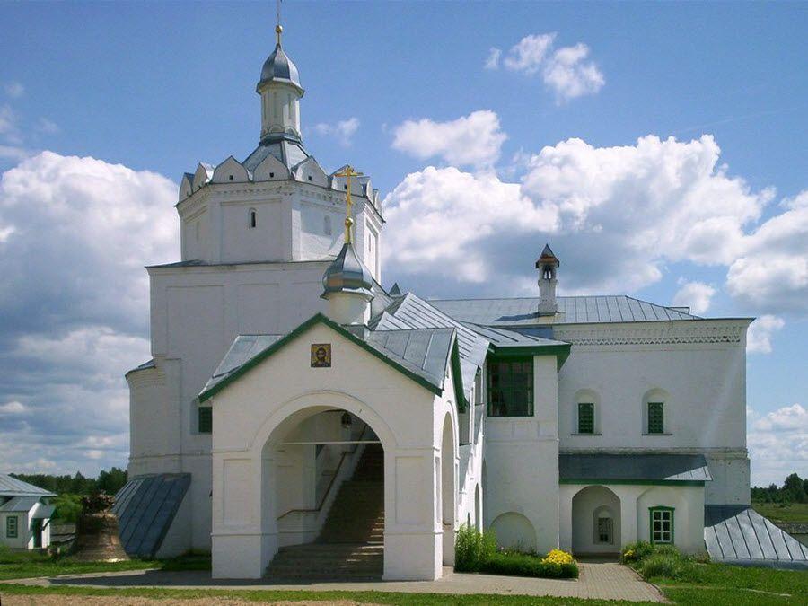 Свято-Троицкий Болдин монастырь вид вблизи фото
