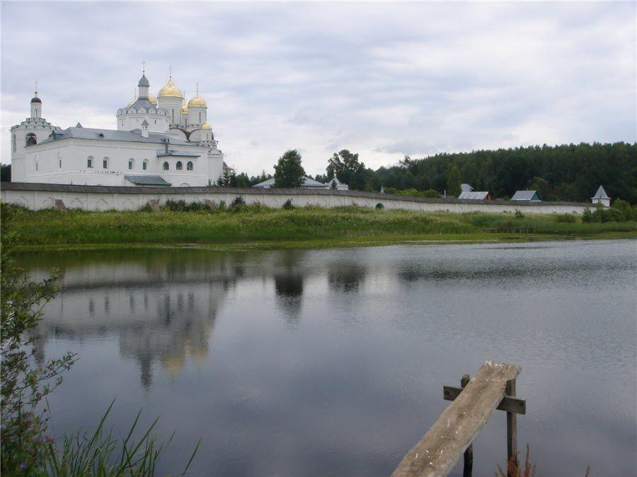 Панорама Свято-Троицкого Болдина монастыря фото