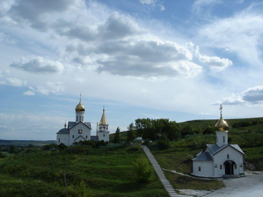 Панорама Свято-Троицкого монастыря фото