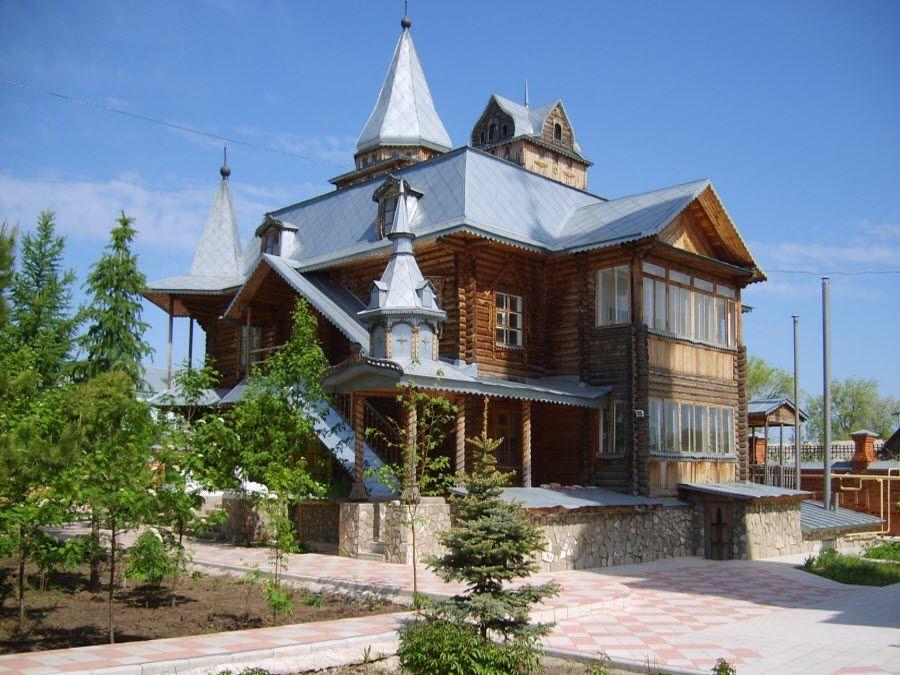 Вид на храм Свято-Троицкой благотворительной Обители Милосердия фото