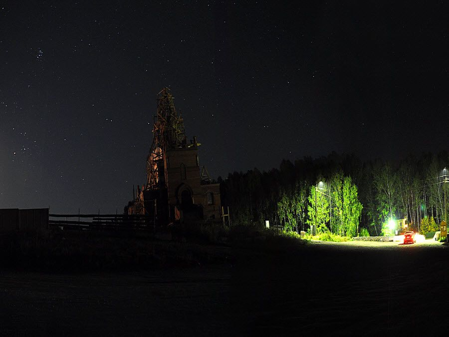 Панорама окрестностей Святого ключа ночью фото