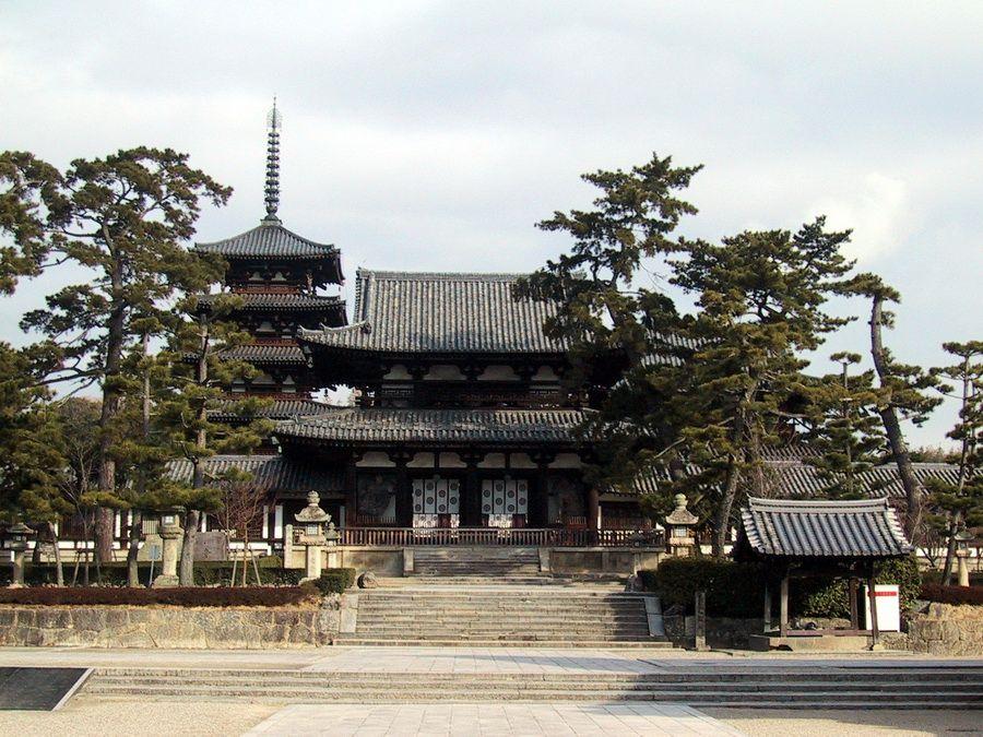 Фото храма Хорюдзи в Наре, Япония