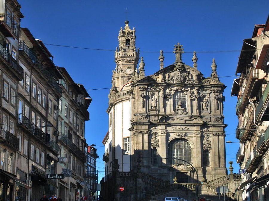 Фото церкви Игрежа-душ-Клеригуш в Порту