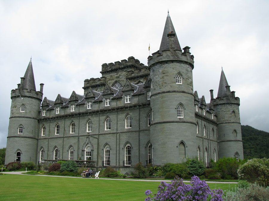 Замок в городе Инверари фото