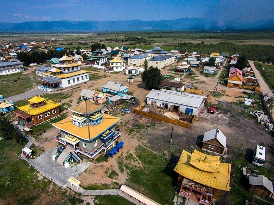 Фотография построек на территории Иволгинского дацана в Бурятии