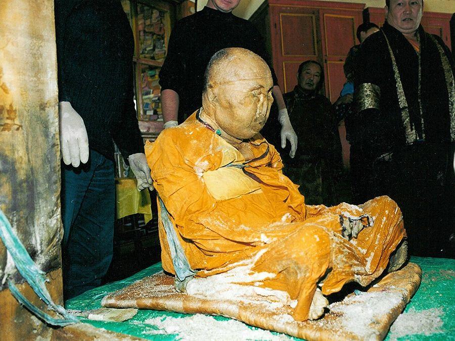 Фотография тела ламы Итигэлова в Иволгинском дацане