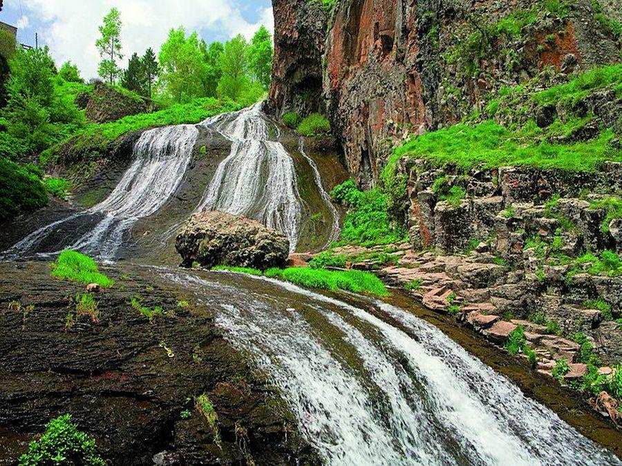 Джермукский водопад в Армении фотография