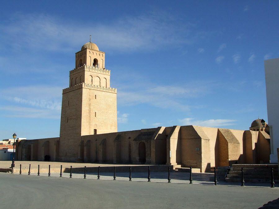 Великая Мечеть Сиди Окба вид снаружи фото