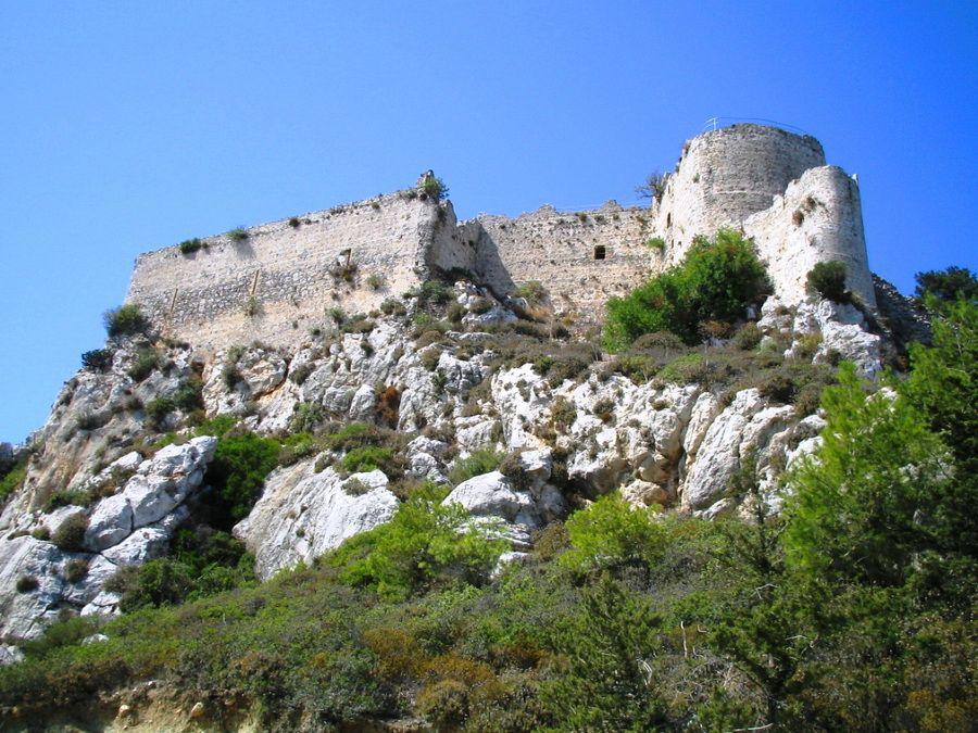 Фото крепости ордена крестоносцев Кантара в горах Тродос на Кипре