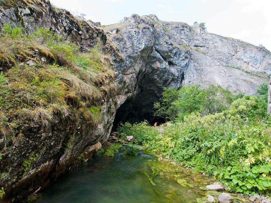 Фотография входа в Капову пещеру