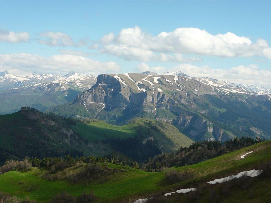 Фото вида сверху Кавказского государственного природного биосферного заповедника