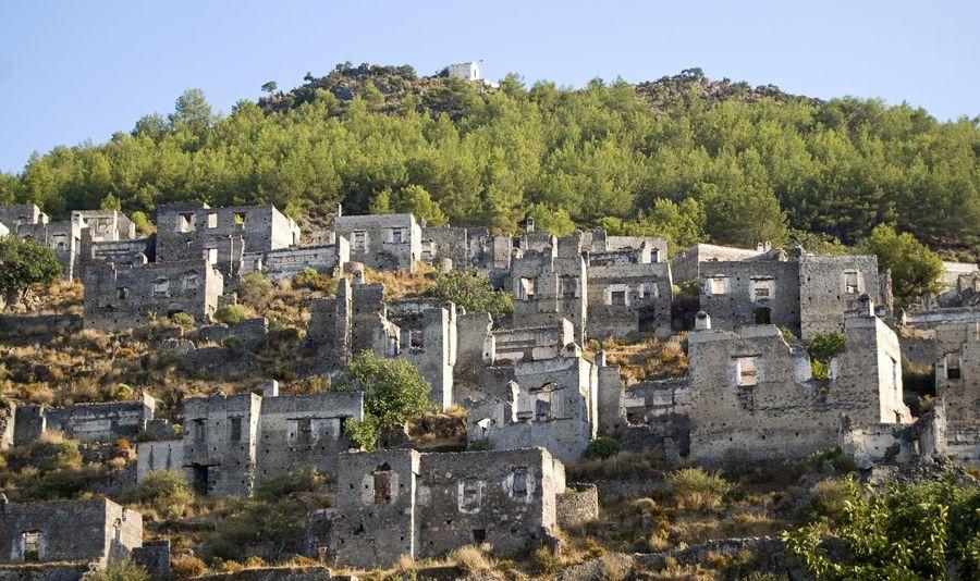 Город призрак Каякой в Турции фото
