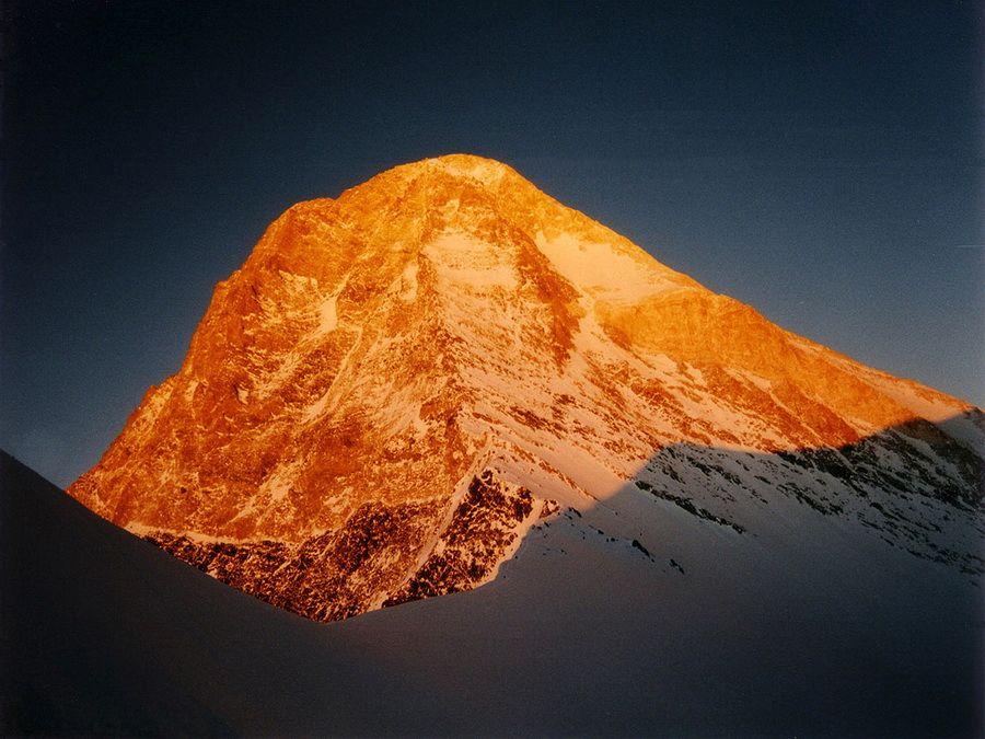 Фотография пика Хан-Тенгри на закате