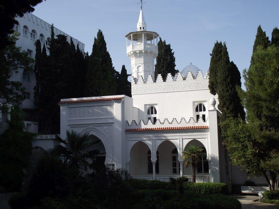 Фото веранда с минаретом дворца Кичкинэ