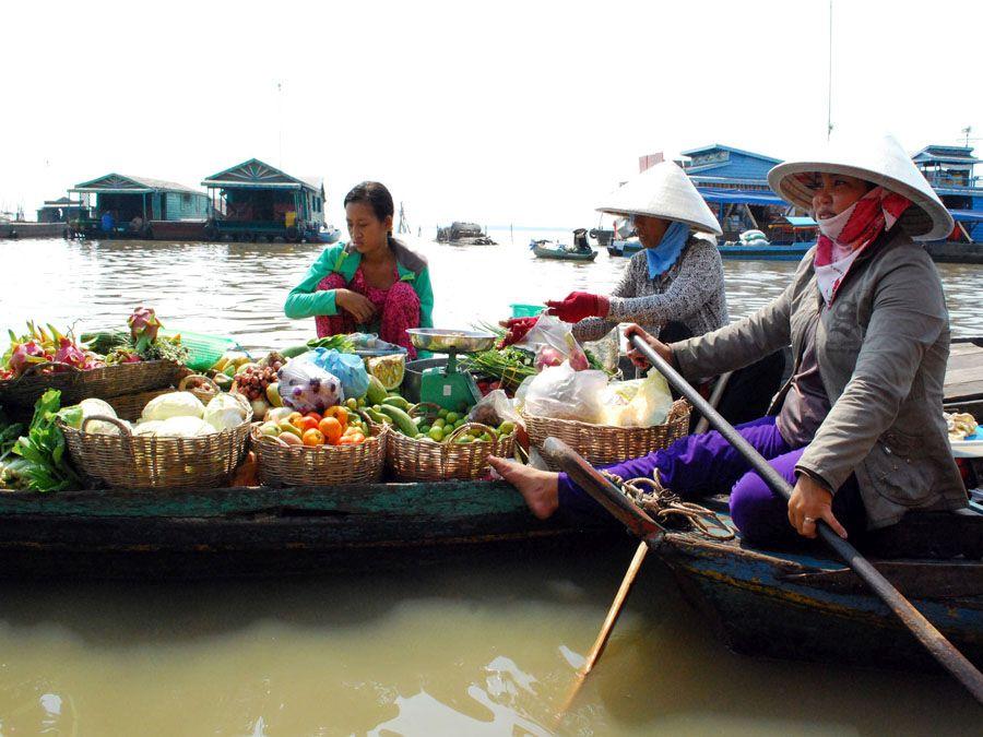 Торговля в Компонг Луонге фотография