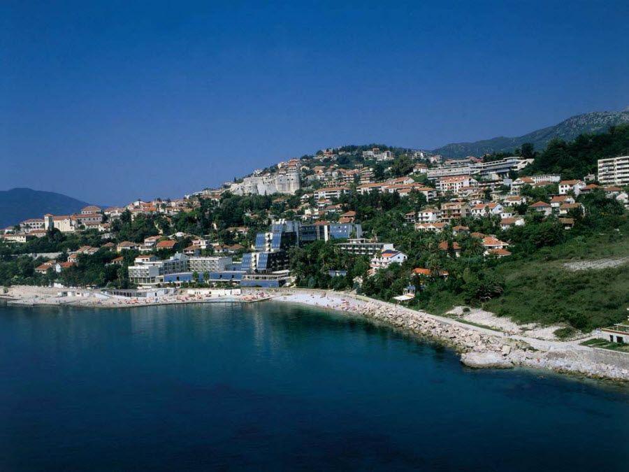 Боко-Которская бухта города Пераст в Черногории