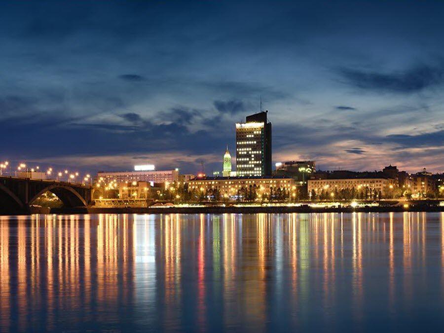 Фото вид на город Красноярск ночью