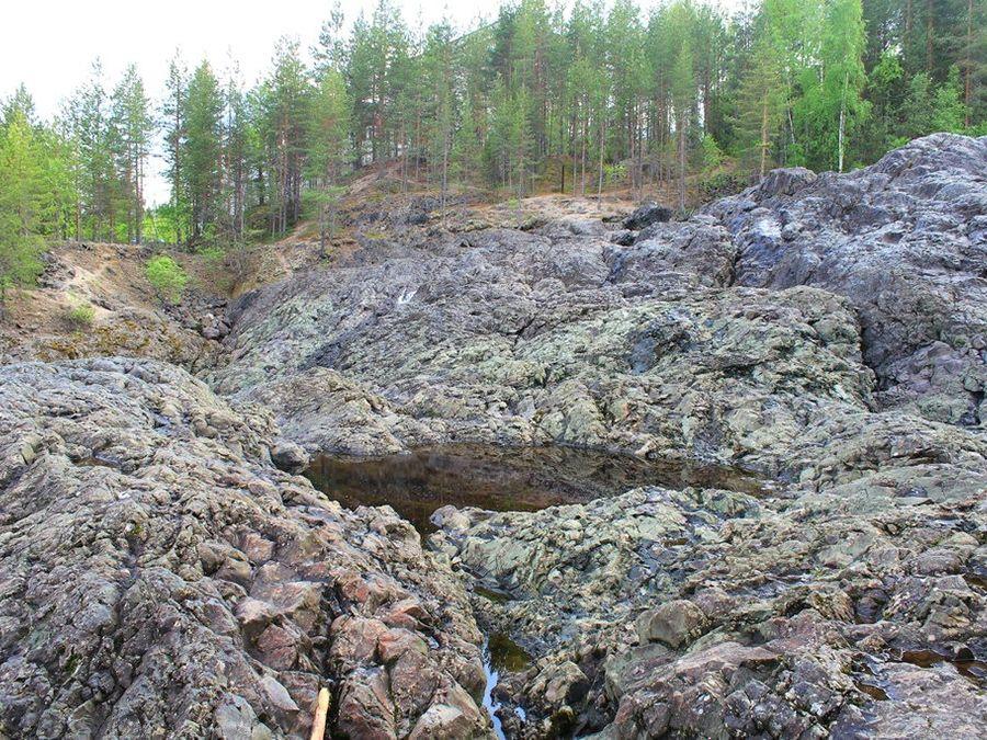 Фото кратера вулкана Гирвас в Карелии